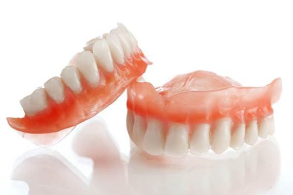 несъемные зубные протезы запах изо рта