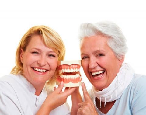 Привыкание к зубным протезам: что ожидать?